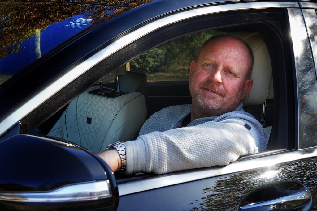 FrontRowSociety - The Magazine Herausgeber Andreas Conrad ist vom BRABUS Maybach S 900 überzeugt: Luxuriöses und komfortables Reisen mit Werten eines Supersportwagens