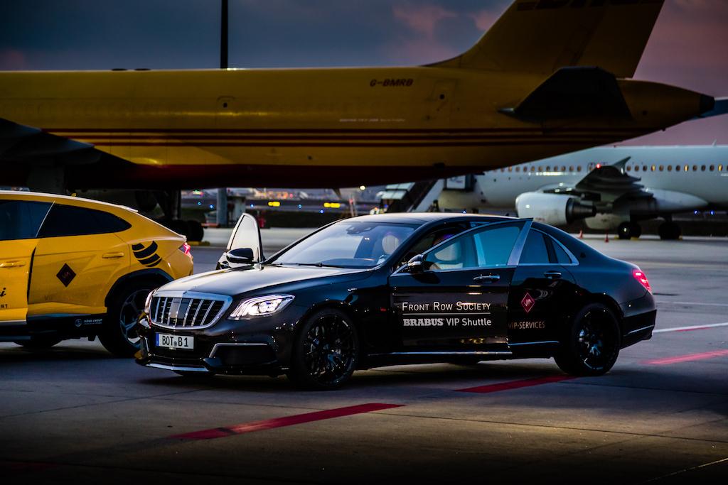 Für die VIP Fahrten standen zwei Front Row Society VIP Shuttle von BRABUS zur Verfügung, der 900 PS starke BRABUS Maybach S 900, sowie ...