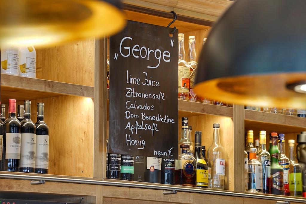 George, angelehnt an den Namen des Gründers, ist der Signature Cocktail der Bar im Herzen von Schwerins Altstadt
