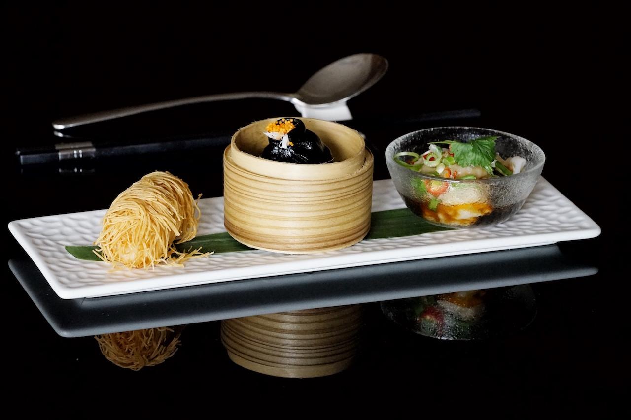 Premium Sojasaucen finden sich auch im Dim Sum Trio - bestehend aus frittierten Garnelen und Mango, Tintenfisch, Hühnchen und Szechuan-Knödel sowie Meeresfrüchten - von Sternekoch Liu-Ching-Hai wiede