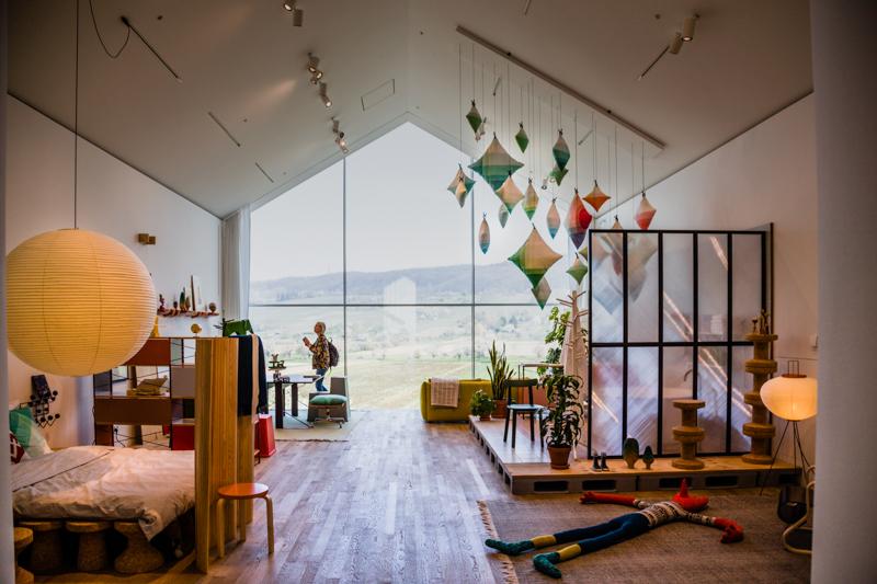 Innenansichten aus dem Vitra Haus. Die Wohnwelten von Vitra sind gespickt mit Informationen rund um die Designer und die Geschichte ihrer Möbel / © FrontRowSociety.net, Foto: Georg Berg