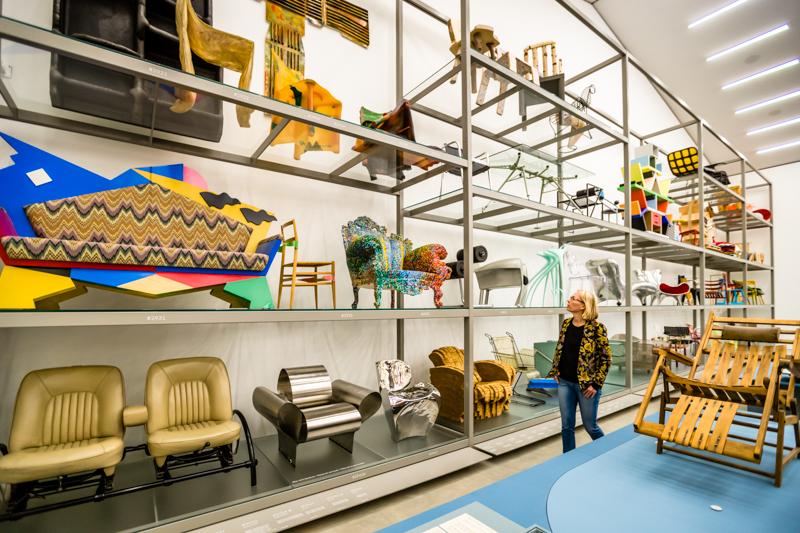 Nicht alles, was im Vitra Schaudepot gezeigt wird, muss man schön finden. Aber interessant ist die Entwicklung des Möbeldesigns, die hier am Möbel Stuhl gezeigt wird allemal / © FrontRowSociety.net, Foto: Georg Berg