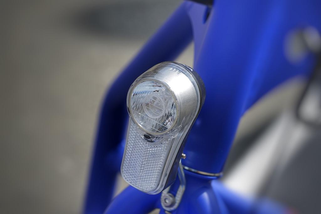 Die Fahrradbeleuchtung vorne wird durch eine eigene Batterie betrieben,