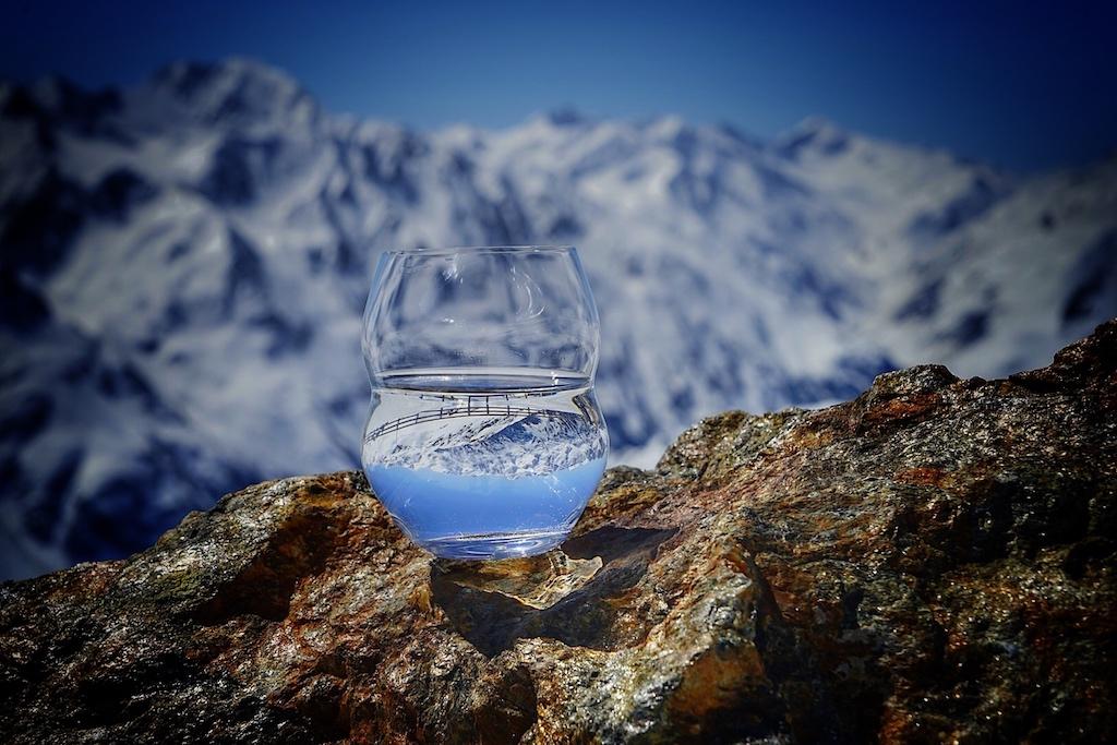 Glasmanufaktur Riedel: In Österreich beheimatet und auf der Welt Zuhause. Die Glasmanufaktur Riedel hat für das Luxuswasser Minus 181 eigens ein exklusives Wasserglas designt