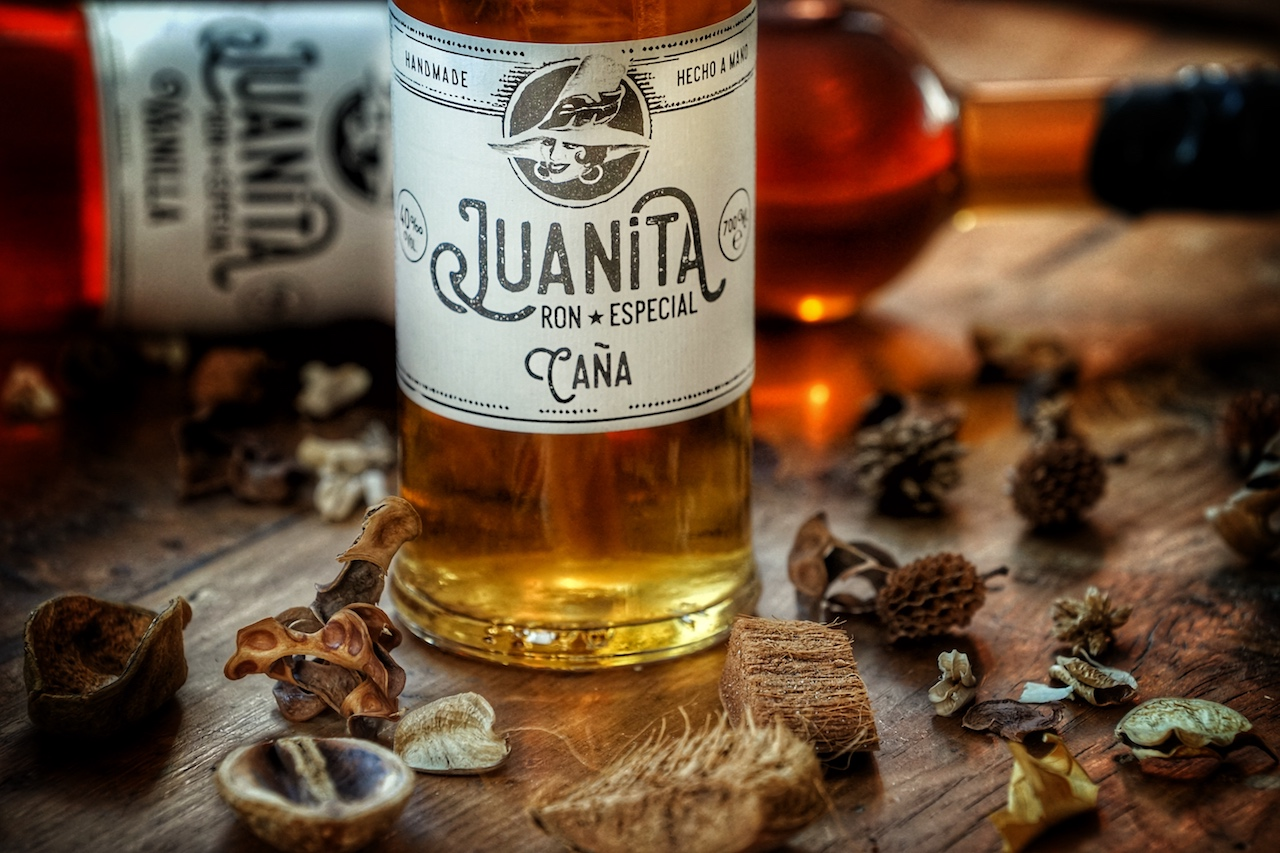 Mit dezenter Süße und leichten Säureanteilen ist der Juanita Ron Especial Cana del Caribe eine exzellente Wahl