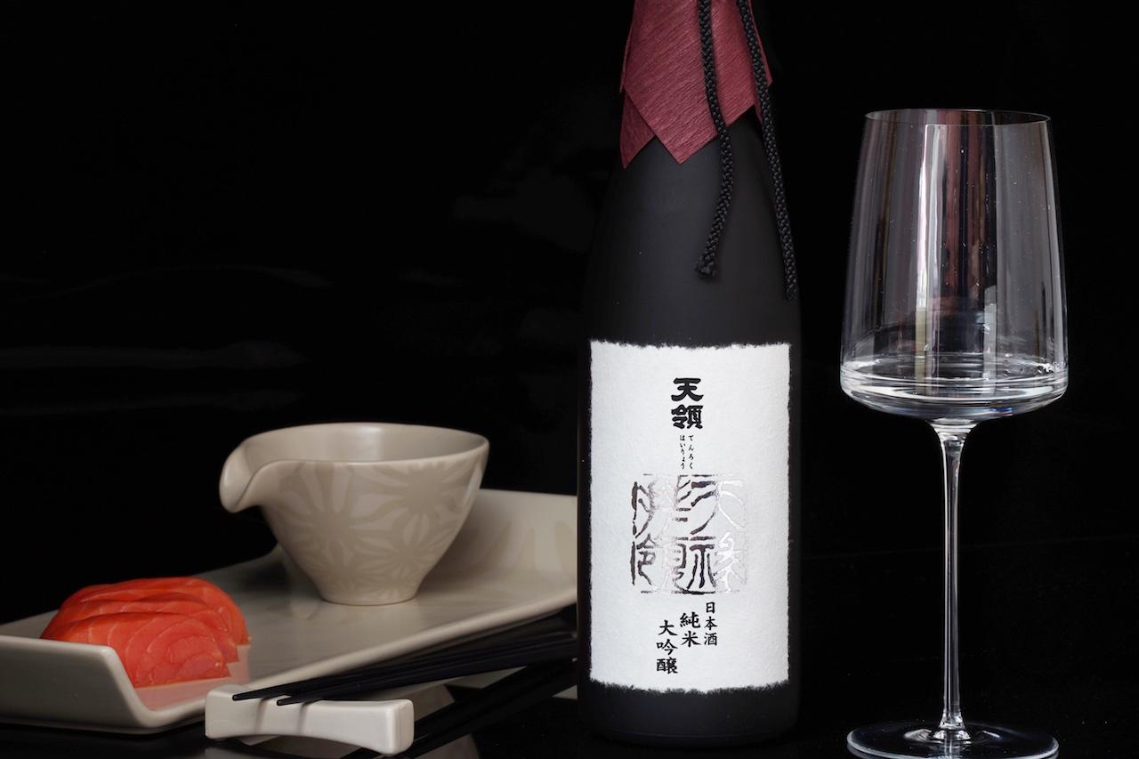Sake darf man auch aus einem feinen, dünnwandigen Weinglas genießen, welches sich nach oben leicht verjüngt. Wie hier das Weinglas aus der Zwiesel Gourmet Collection Simplify