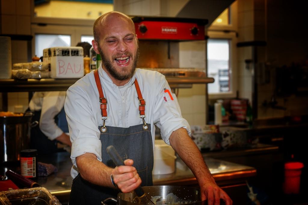Routinierter Gastgeber: Alljährlich empfängt der Küchenchef des Hotels Kronenschlösschen, Simon Stirnal, internationale Kocheliten anlässlich des weltweit größten Gourmetfestivals