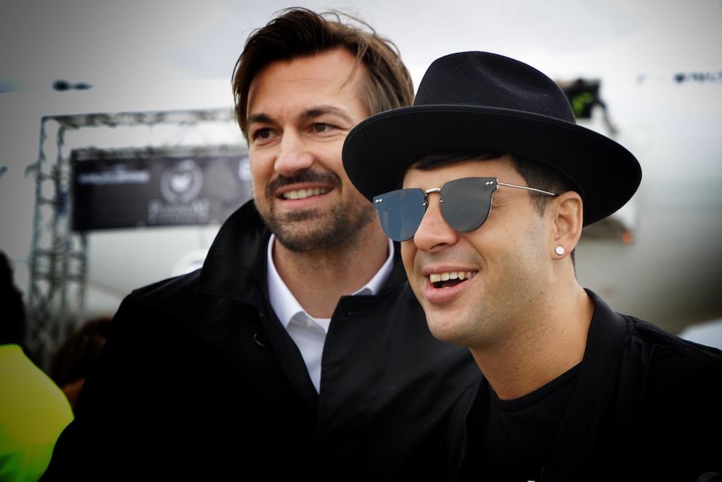 DJ Jimmy Trumpet (re.) nach der noch mit Adrenalin geflutet, hier mit Thorsten Jordan, dem Leiter des VIP Services Frankfurt Airpor