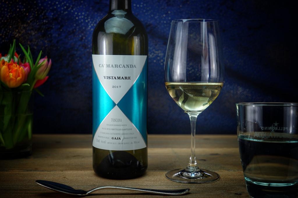 Auftakt mit dem 2017 Vistamare des Weinguts Gaja. Die Reben für den Vistamare wurden im Geburtsjahr von Tochter Gaia Gaja (1979) in Montalcino gepflanzt. 1994 übernahm Angelo Gaja diesen Besitz in der Toskana