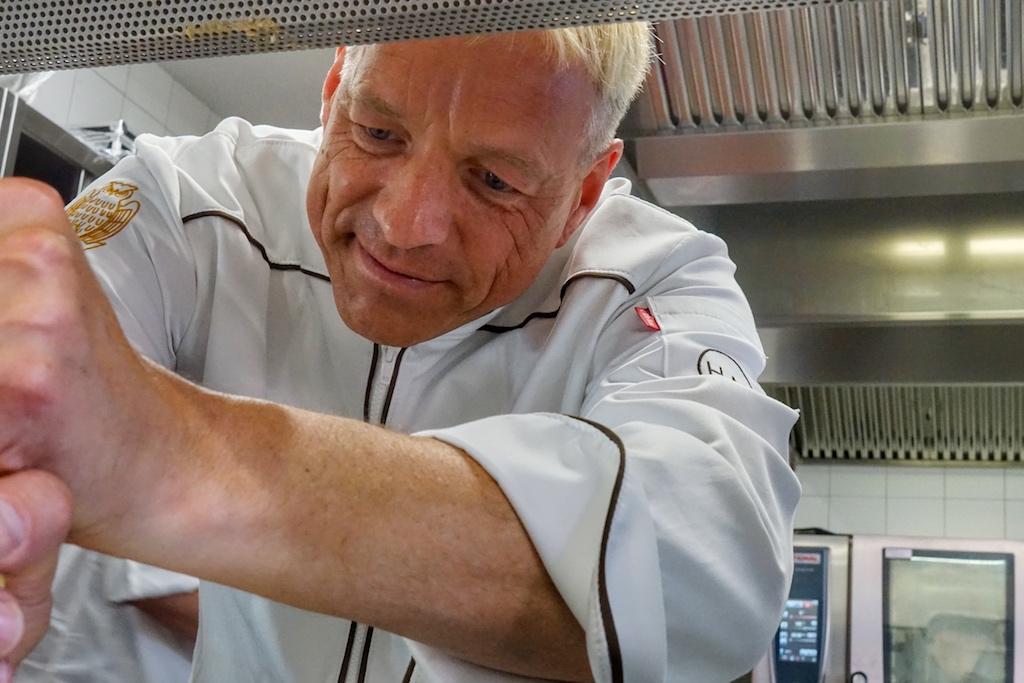 Holger Mootz blickt auf erfahrungsreiche Jahre in der Gastronomie zurück. Heute kümmert er sich neben seinem Job als Landesjugendwart um den Nachwuchs der Branche in Norddeutschland