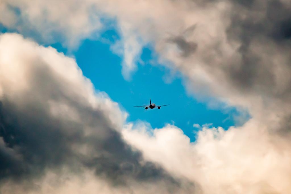 ... und nach einem gewaltigen Start ist er binnen Sekunden über der Wolkendecke verschwunden