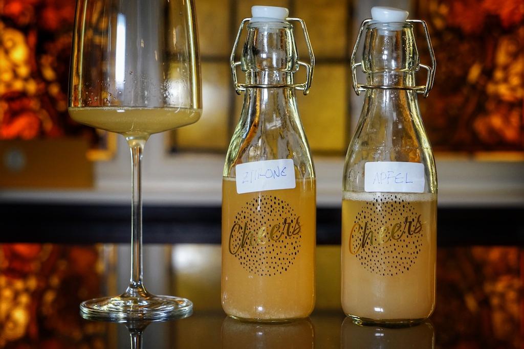Die alkoholfreie Begleitung obliegt Dirk Frymark. Der ehemalige Koch und heutige Inhaber des Weinhauses stellt sich dafür an den Herd und kreiert eigene Saftkompositionen