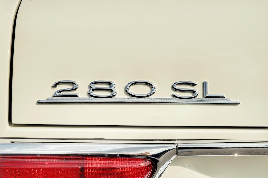 Auf die hohe Motorisierung, als SL 280, mussten die Mercedes-Fans 5 Jahre warten; erst ab 1968 liefen diese Modelle vom Band