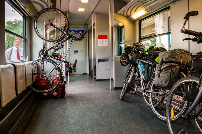 Großes Fahrradabteil im Nahverkehrszug der ÖBB / © FrontRowSociety.net, Foto: Georg Berg