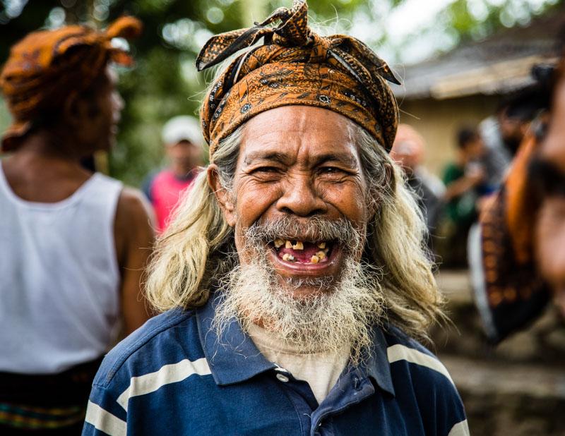 Nur die Fröhlichkeit ist ansteckend. Wenn man fremde Menschen erst mal kennengelernt hat, lernt man schnell, mit welch einfachen Mitteln man ihr Leben leichter machen kann / © FrontRowSociety.net, Foto: Georg Berg