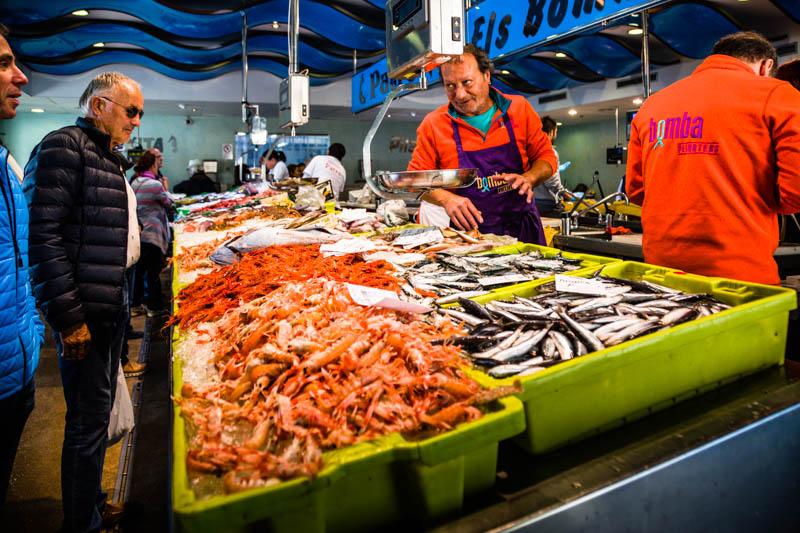 Mit direktem Zugang zur Fischauktionshalle bietet der Fischmarkt von Palamós den frischesten Fisch den Fischer's Fritz nur fangen kann / © FrontRowSociety.net, Foto: Georg Berg