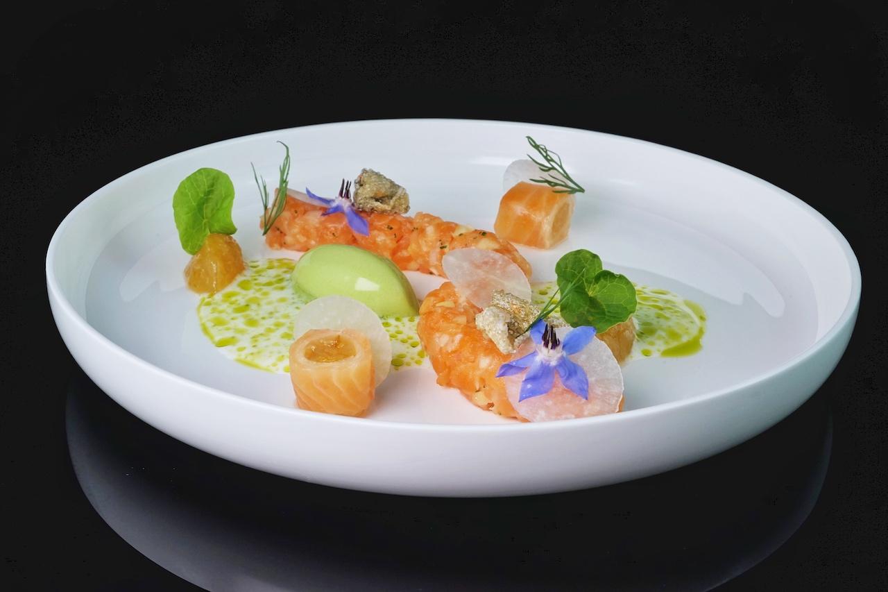 Färöer Lachs mit geräucherter Buttermilch, geeister Kapuzinerkresse und Dill