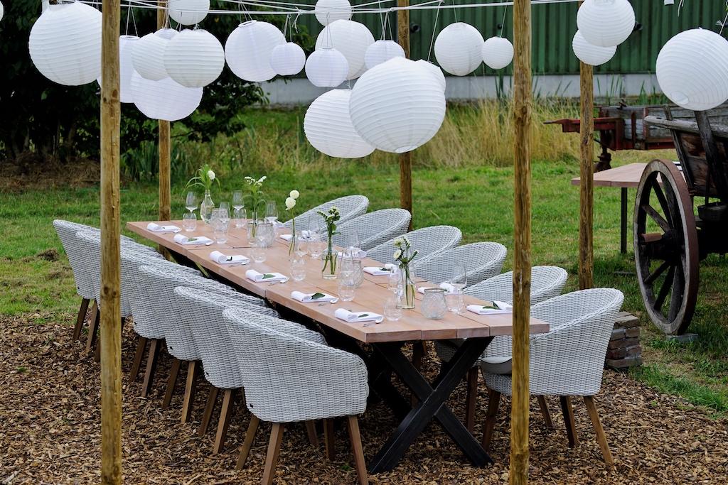 """Inmitten dieses traumhaften Fleckchen Erde, steht der Tisch für das abendliche Gourmet-Event """"Sommer Pop up - RestaurantN°4 von Jens Rittmeyer"""""""