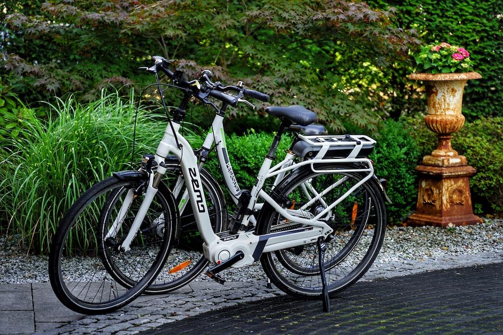 ... mit den Leihrädern vor der Tür kann man Buxtehude, aber auch das Alte Land'erfahren' - die Akkus halten für gut 120 Kilometer Reichweite