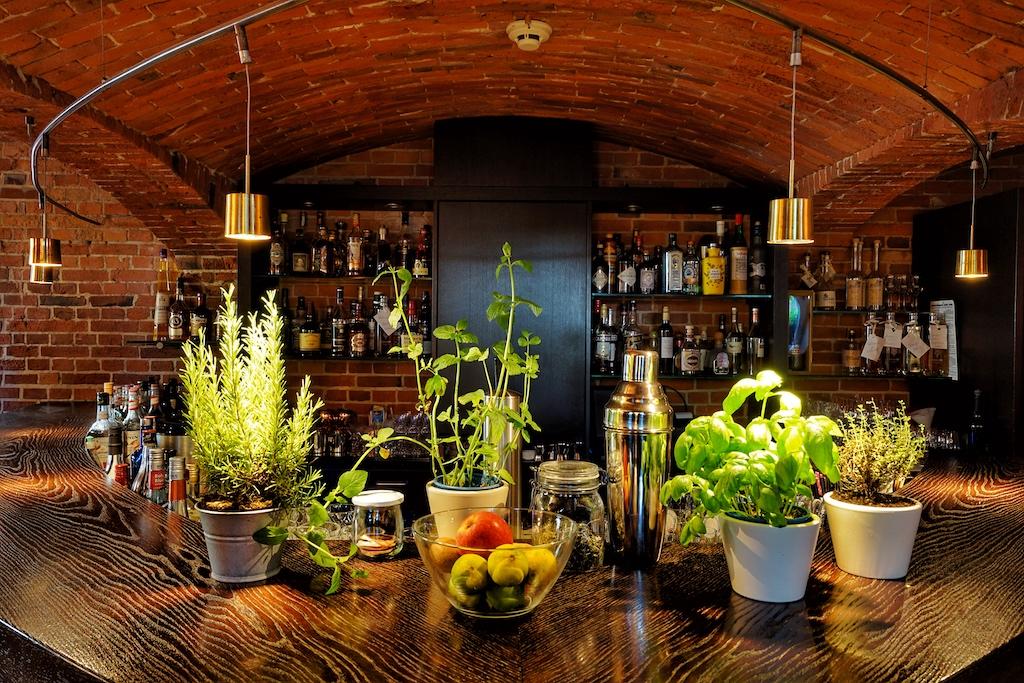 Am Abend trafen sich noch einige Gäste in der Lighthouse Bar im Navigare NSBhotel, um ...