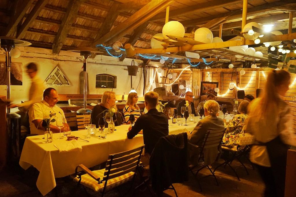 Der Abend dieses Gourmet-Events fand seinen Ausklang in der fein hergerichteten Scheune auf dem Biohof Ottilie