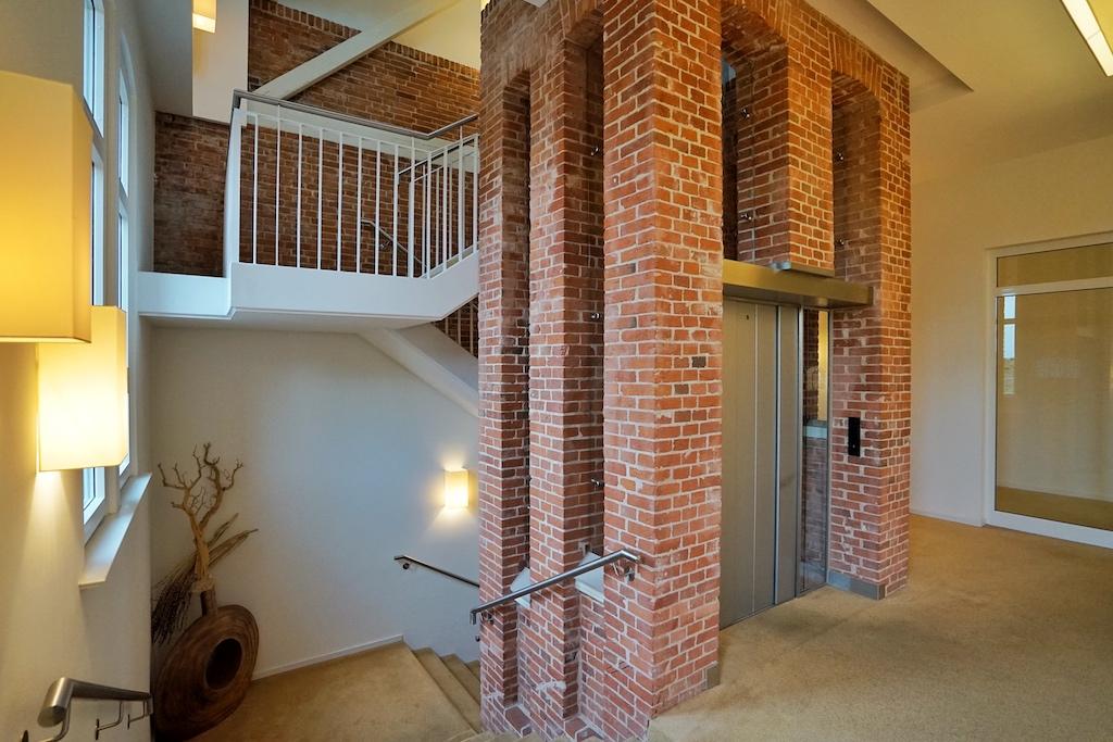 Im gesamten Hotel - vom Kellergewölbe bis hin zum Brückendeck bzw. dem Dachgeschoss - zieht sich die Linie des Hauses