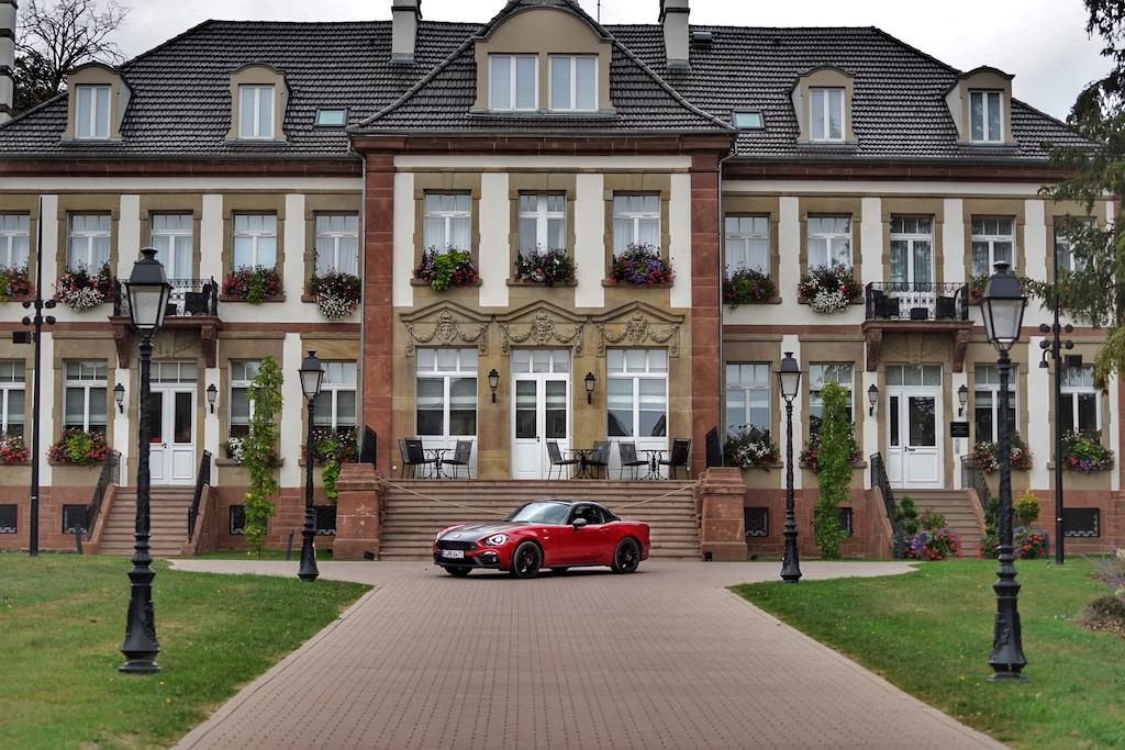 ... und einen Blick in das renovierte Chateau Hochberg werfen