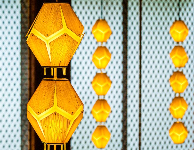 Aus dem alten Okura Hotel erhalten geblieben: Die fünfeckige Bespannung der berühmten Leuchten / © FrontRowSociety.net, Foto: Georg Berg