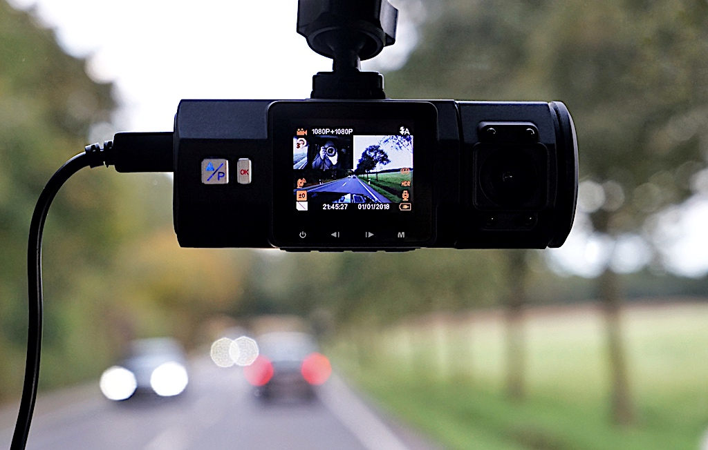 Das eine gute Dashcam am Tage gestochen scharfe Aufnahmen macht, ist hinlänglich bekannt, ...