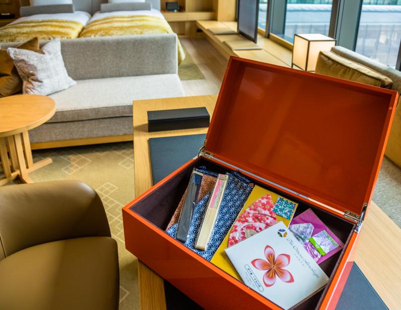 Die Geschenkbox für Traditionalisten. Im Heritage-Flügel, mit 108 Zimmern wird neben kleinen Geschenken auch ein Butler-Service angeboten / © FrontRowSociety.net, Foto: Georg Berg