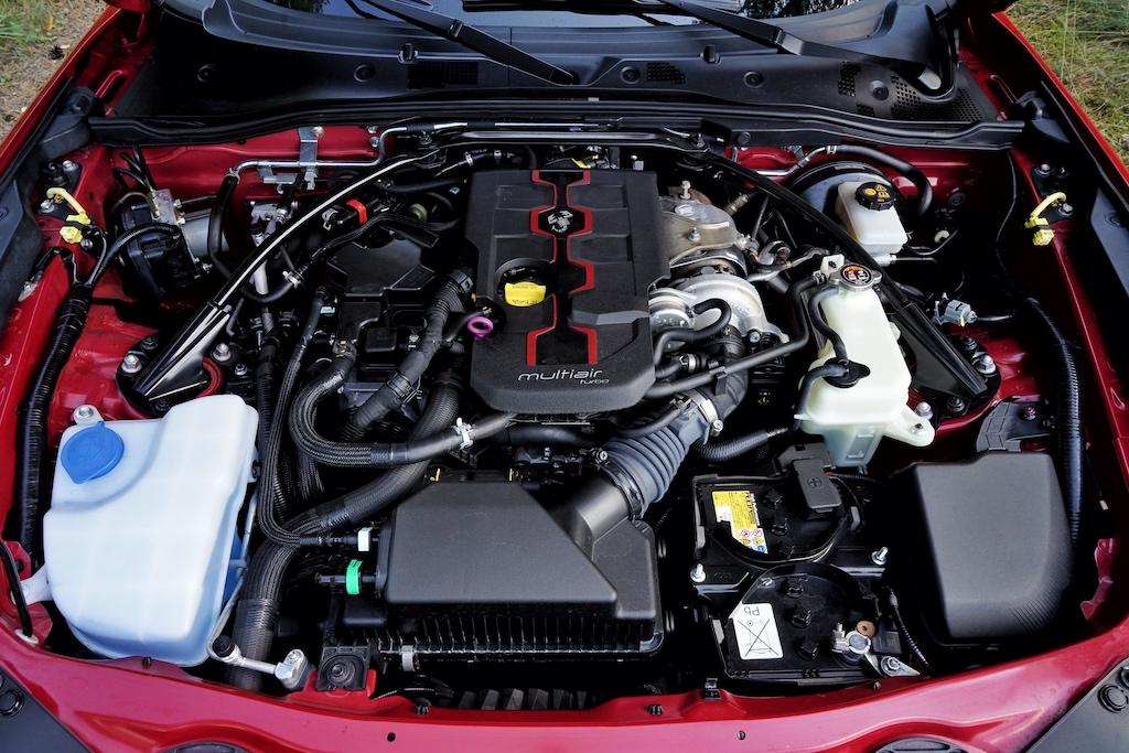 Unter der Motorhaube arbeitet ein 1400 Kubikzentimeter 4-Zylinder Motor, der 170 PS leistet - das reicht für den nötigen Fahrspaß