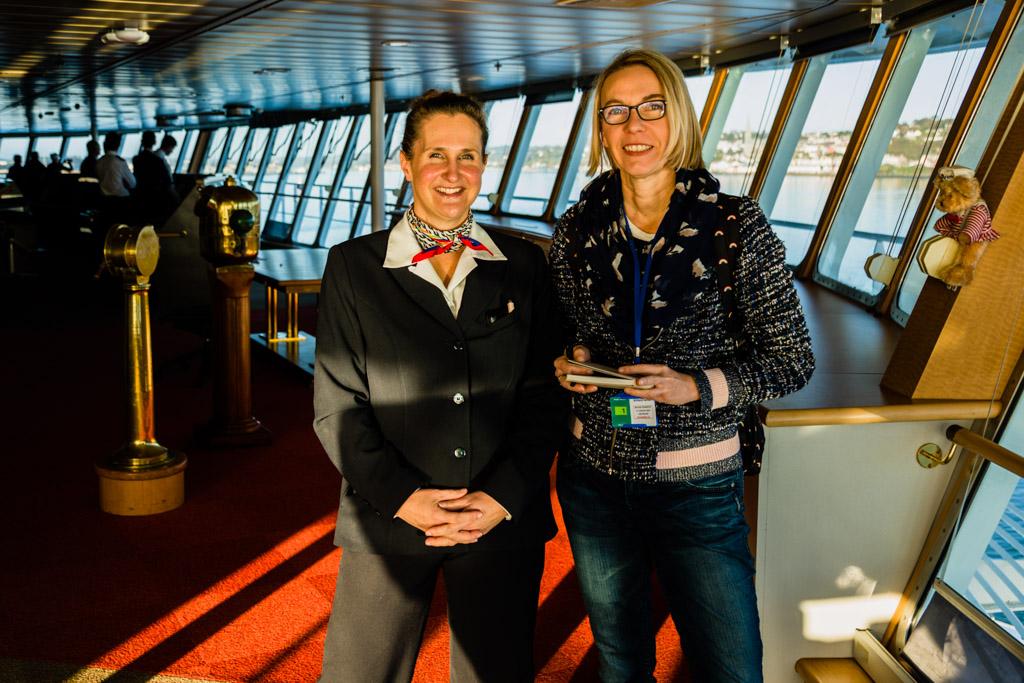 Entertainment-Managerin Julie Moranges beantwortet auf der Brücke die Fragen von FrontRowSociety Redakteurin Angela Berg / © FrontRowSociety.net, Foto: Georg Berg