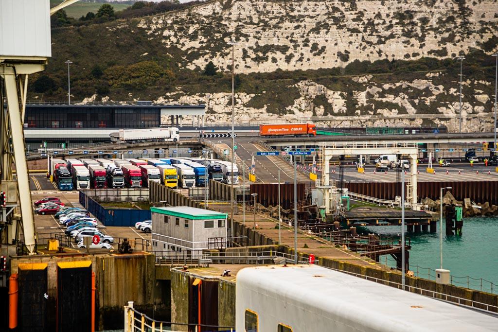 Engpass Dover: Im Hafen gibt es nur wenig Platz zum Ausweichen, falls der Verkehr durch Zollkontrollen ins Stocken kommt / © FrontRowSociety.net, Foto: Georg Berg