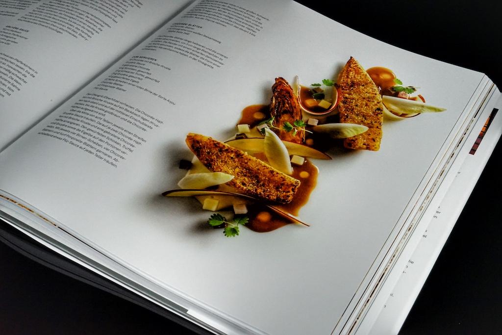 Durch die instinktive Unterteilung der Kapitel, kann man der saisonalen Küche angepasst zur richtigen Jahreszeit Zutaten im optimalen Reifegrad und Verfügbarkeit verarbeiten / © Redaktion FrontRowSociety.net