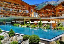 Das 5 Sterne Hotel Quelle Natur Spa Resort liegt einmalig gelegen im Gsieser Tal