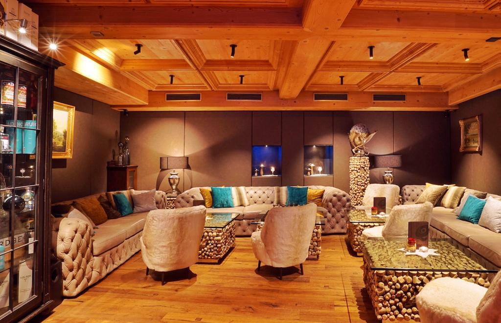 Die Lounge - einfach Platz nehmen und ein Glas Wein aus Südtirol degustieren