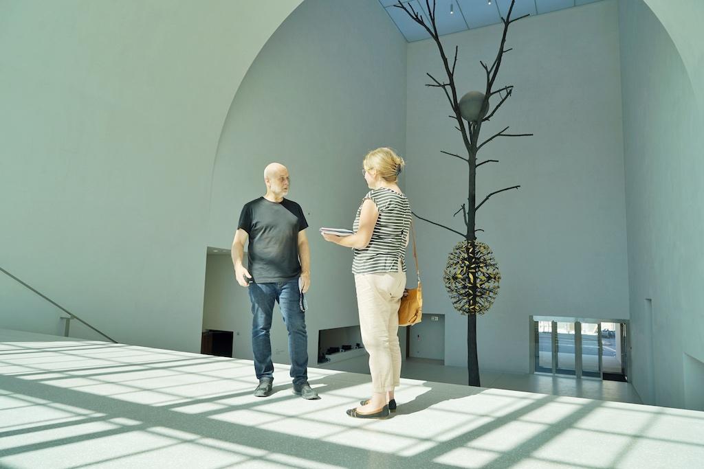 General Manager und Museumsdirektor Bernard Fibicher traf sich mit Annett Conrad, Mitherausgeberin des Magazins drei Wochen vor der Eröffnung der neuen Plateforme 10