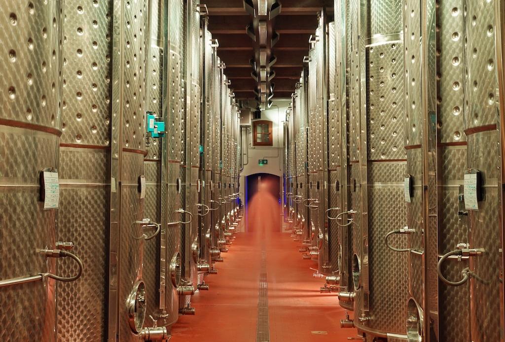 Der Ausbau des Grundweins findet überwiegend im Stahltank statt
