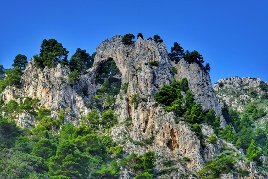 Aus der Ferne zu sehen, Arco-Naturale - eines der Capri Highlights