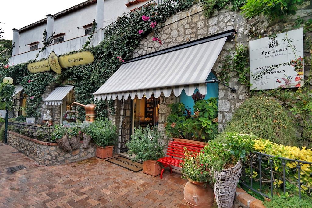 Bei den Spaziergängen trifft man unweigerlich auf die berühmten Parfümerie von Capri