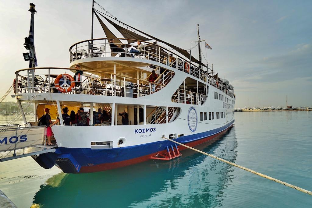 Einstieg Cosmos Evermore Cruises - bis zu 600 Passagiere finden auf dem Schiff Platz