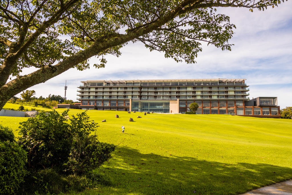 Das Nippondaira Hotel hat eine exponierte Lage oberhalb der Suruga Bucht. Fast alle Zimmer, Event-Räume und das Restaurant sind zum symbolträchtigen Mount Fuji ausgerichtet / © FrontRowSociety.net, Foto: Georg Berg
