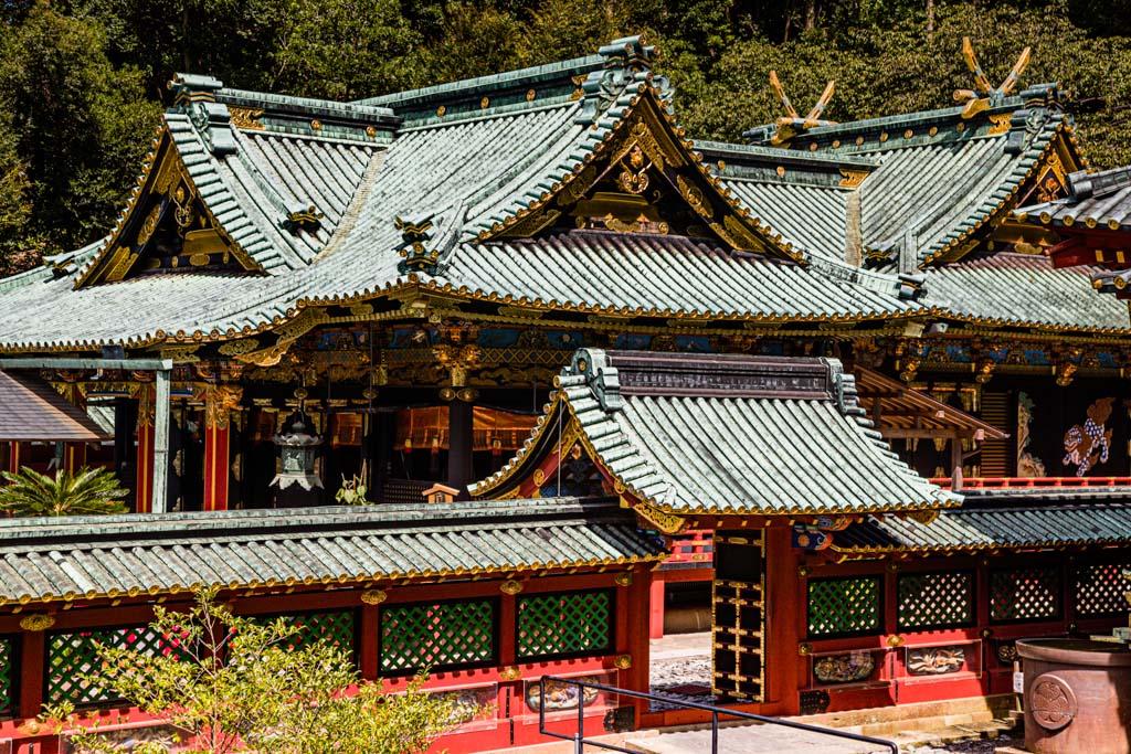 Die feuerfesten Metalldächer der Gebäude sind reich verziert / © FrontRowSociety.net, Foto: Georg Berg