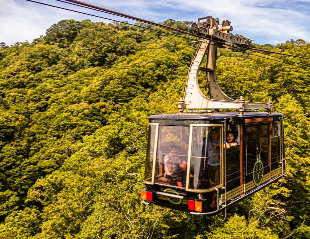 Die Nihondaira Ropeway, die den Berg Nihondaira und den Mount Kunozan miteinander verbindet / © FrontRowSociety.net, Foto: Georg Berg