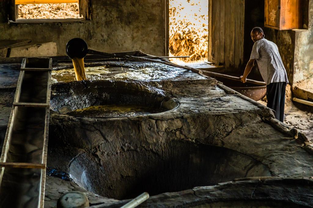 Wenn die erste Melasse ausfällt, kann umgefüllt werden / © FrontRowSociety.net, Foto: Georg Berg