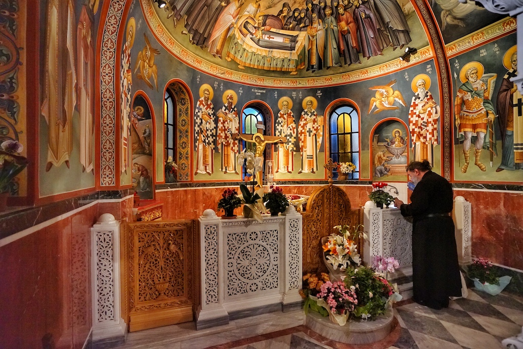 Der Gebetsraum - wo auch seit 1953 die Gebeine des Agios Nektarios umgebettet wurden, ist sehr sehenswert