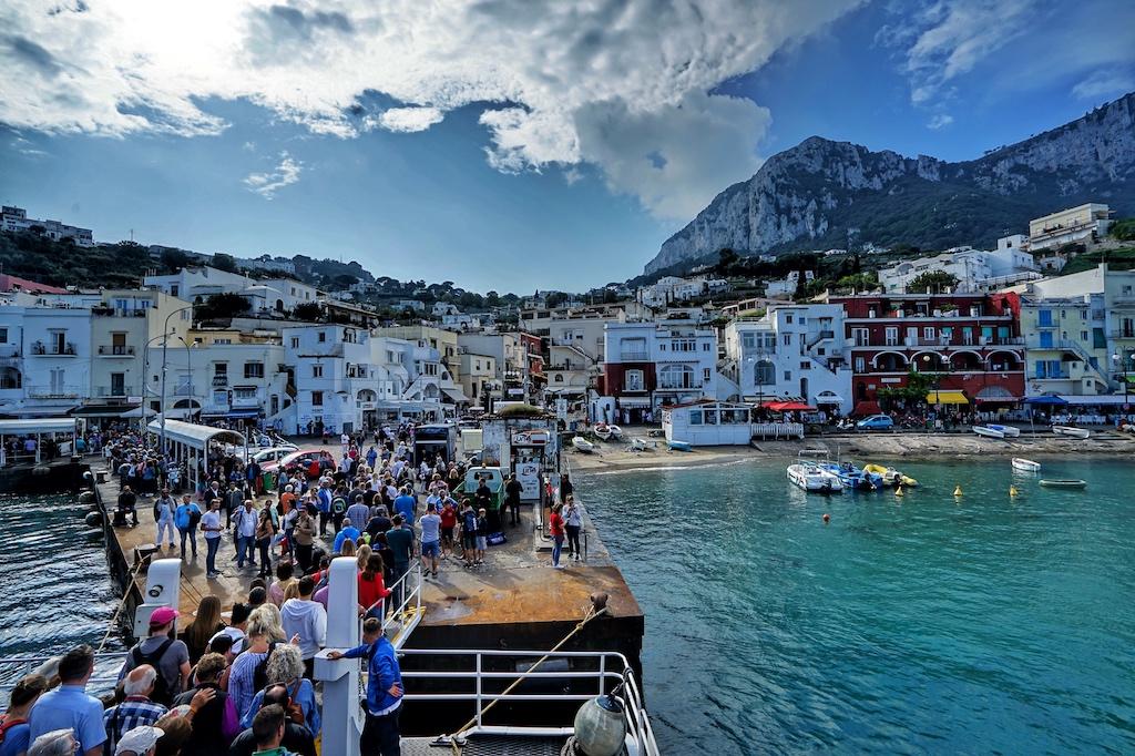 Zu Hochzeiten im Sommer kommen bis zu 18.000 Touristen täglich an, da kann e schon mal eng werden