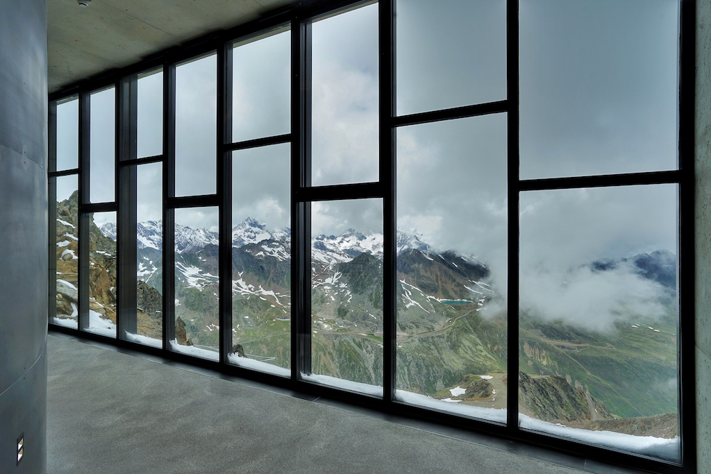 Und immer wieder hat der Besuche eine atemberaubende Sicht auf die majestätische Bergwelt