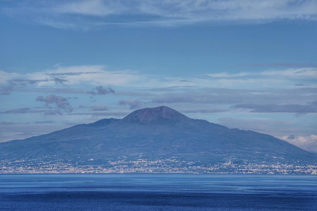 An guten und klaren Tagen Tagen kann man bis zum Vesuv schauen