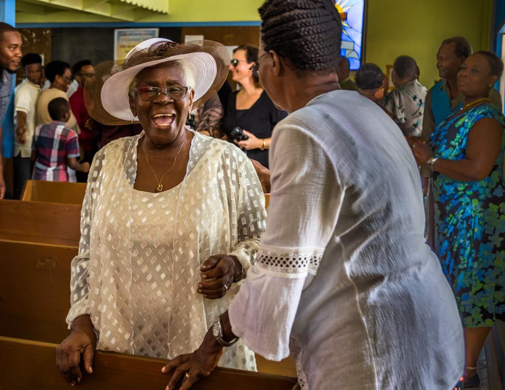 In festlicher Stimmung bleibt genügend Zeit, um Bekanntschaften zu pflegen / © FrontRowSociety.net, Foto: Georg Berg
